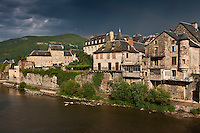 Europe/France/Midi-Pyrénées/12/Aveyron/Saint-Geniez-d'Olt: Le village médiéval sur les bords du Lot