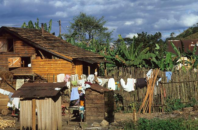 Village de Ranomafana. *** Ranomafana village.