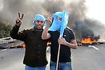 BEIRUT (LIBANO) marted&igrave; 25 gennaio 2011<br /> <br /> Tanto tuon&ograve; che piovve. Il 'giorno della collera' , annunciato, decretato ed organizzato ieri, in Libano,  dalla coalizione di maggioranza in Parlamento in sostegno del premier uscente Saad Haririsi, &egrave; svolto tra   manifestazioni di protesta in varie zone del Paese, scontri, assalti a troupe televisive.<br /> <br /> L'obiettivo della manifestazione e' denunciare la possibilita' che il deputato Najib Miqati, indicato dall'opposizione guidata dal movimento Hezbollah, ottenga l'incarico di formare il nuovo governo.<br /> <br /> Manifestanti sono scesi in strada a Tripoli, Qalamoun, Beirut e Sidone.<br /> <br /> Baha' Souki (S4C Beirut) ha avuto modo di scattare qualche foto durante il suo lavoro di cameraman tv. Lo abbiamo sentito poco fa e ci ha riferito che la situazione pare essere pi&ugrave; calma oggi ma, come al solito a Beirut, gli sviluppi sono sempre imprevedibili.<br /> ----------<br /> Beirut (Lebanon) 25th januarty 2011<br /> The 'day of anger', announced, decreed and organized yesterday in Lebanon by the coalition's majority in Parliament in support of outgoing Prime Minister Saad Haririi, was held in various parts of the country with protests, rallies, fights, assaults on tv crews.<br /> <br /> The aim of the event was to  denounce the possibility' that the MP  Najib Miqati, indicated by the opposition movement led by Hezbollah, gets the task of forming the new Government.<br /> <br /> Protesters took to the streets in Tripoli, Qalamoun, Beirut and Sidon.<br /> <br /> Baha 'Souki (S4C Beirut) has managed to take some pictures during his work as a TV cameraman. We have just heard him and he told us that the situation seems to be calmer today, but as usual in Beirut, the developments are always unpredictable.