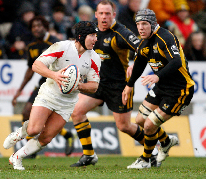 Photo: Richard Lane/Richard Lane Photography..London Wasps v Newcastle Falcons. EDF Energy Cup. 01/12/2007. .Falcons' James Grindall attacks.
