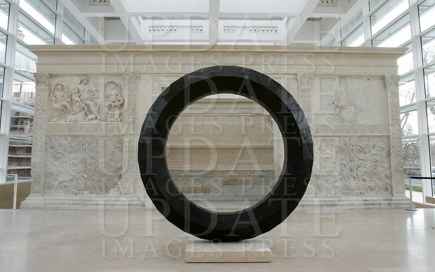 """L'opera """"Zenit"""" dell'artista italiano Mimmo Paladino, di fronte all'Ara Pacis a Roma, 10 marzo 2008..The work of art """"Zenit"""" of the Italian artist Mimmo Paladino, near the Ara Pacis, in Rome, 10 march 2008..UPDATE IMAGES PRESS/Riccardo De Luca"""