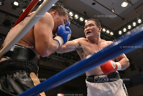 (L-R) Rio Hidaka, Kotatsu Takehara (JPN),<br /> JULY 25, 2013 - Boxing :<br /> Kotatsu Takehara of Japan hits Rio Hidaka of Japan in the fifth round during the third round of the 8R heavyweight bout at Korakuen Hall in Tokyo, Japan. (Photo by Hiroaki Yamaguchi/AFLO)