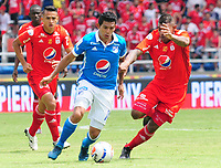 CALI- COLOMBIA, 20-8-2017: Elkin Blanco(Der.) jugador del América de Cali  disputa el balón con David Silva (Izq.) jugador de Millonarios durante partido partido por la fecha 9 de la Liga Aguila II 2017jugado en el estadio Pascual Guerrero de la ciudad de Cali. / Elkin Blanco (R) player of América de Cali fights for the ball with David Silva(L) player of Millonarios during match for the date 9 of the Liga Aguila II 2017played at the Pascual Guerrero Stadium in Cali city. Photo: Vizzorimage / Nelson Rios / Stringer