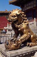 China, Kaiserpalast von Peking, Löwe vor Tor der himmlischen Reinheit, Unesco-Weltkulturerbe
