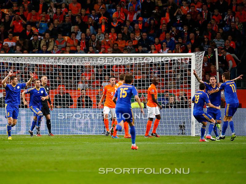 Nederland, Amsterdam, 10 oktober 2014<br /> Seizoen 2014-2015<br /> EK Kwalificatiewedstrijd <br /> Nederland-Kazachstan <br /> Kazachstan viert het doelpunt, de 0-1, van Renat Abdulin (2e van r.).