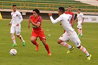 TUNJA - COLOMBIA - 18 - 03 - 2018: Ivan Rivas (Izq.) jugador de Patriotas F. C., disputa el balón con Luis Rodriguez (Der.) jugador de Envigado F. C., durante partido entre Patriotas FC y Envigado F. C., de la fecha 9 por la Liga de Aguila I 2018 en el estadio La Independencia en la ciudad de Tunja. / Ivan Rivas (L) of Patriotas F. C., figths the ball with Luis Rodriguez (R) player of Envigado F. C., during a match between Patriotas F. C. and Envigado F. C., of the 9th date for the Liga de Aguila I 2018 at La Independencia stadium in Tunja city. Photo: VizzorImage  /  Jose Miguel Palencia / Cont.