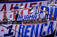ATENÇÃO EDITOR: FOTO EMBARGADA PARA VEÍCULOS INTERNACIONAIS - SÃO PAULO, SP, 28 DE NOVEMBRO DE 2012 - COPA SULAMERICANA - SÃO PAULO x UNIVERSIDAD CATÓLICA: Torcida Universidad Catolica durante partida São Paulo x Universidad Católica, válida pela semifinal da Copa Sulamericana no Estádio do Morumbi em São Paulo. FOTO: LEVI BIANCO - BRAZIL PHOTO PRESS