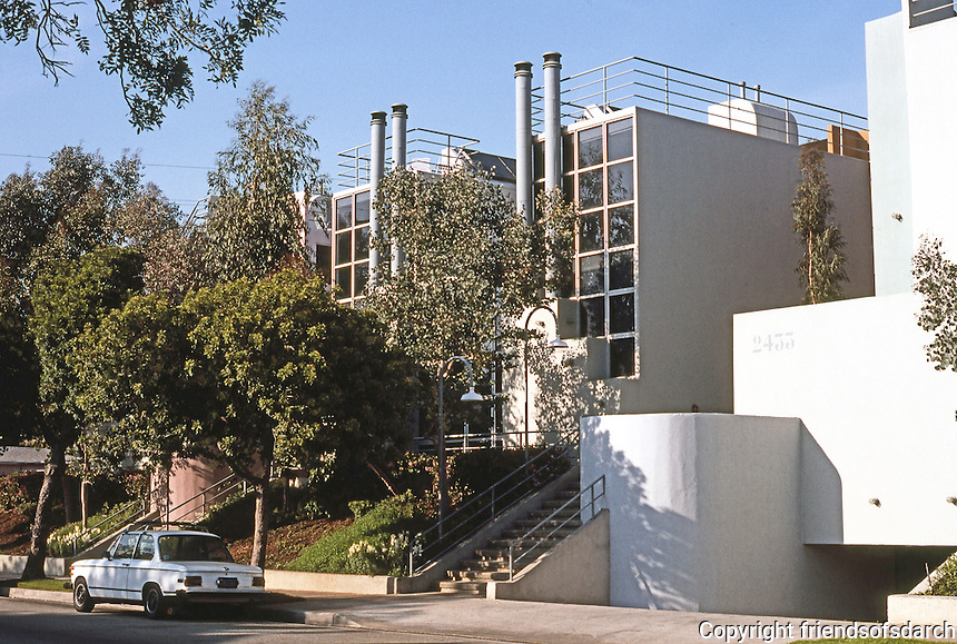 Santa Monica CA: Sun-Tech Townhouses, 2433 Pearl St., 1981. 28th St. facade. 18 unit condominium,  Urban forms, Hoy & Andre. Photo '89.