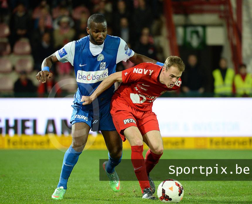 KV Kortrijk - Racing Genk : Brecht Capon (r) aan de bal voor Khaleem Hyland (l)<br /> foto VDB / BART VANDENBROUCKE