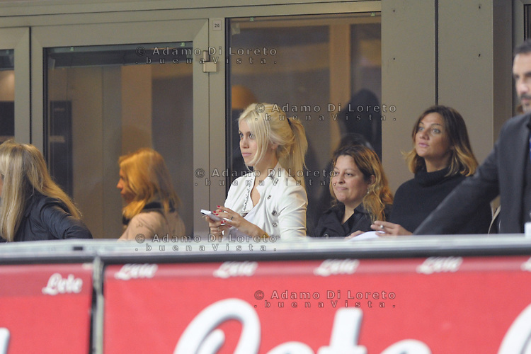 Wanda Nara take a pictures with smartphone during the Serie Amatch between Inter vs Bologna, on April 05, 2014. Photo: Adamo Di Loreto/BuenaVista*photo