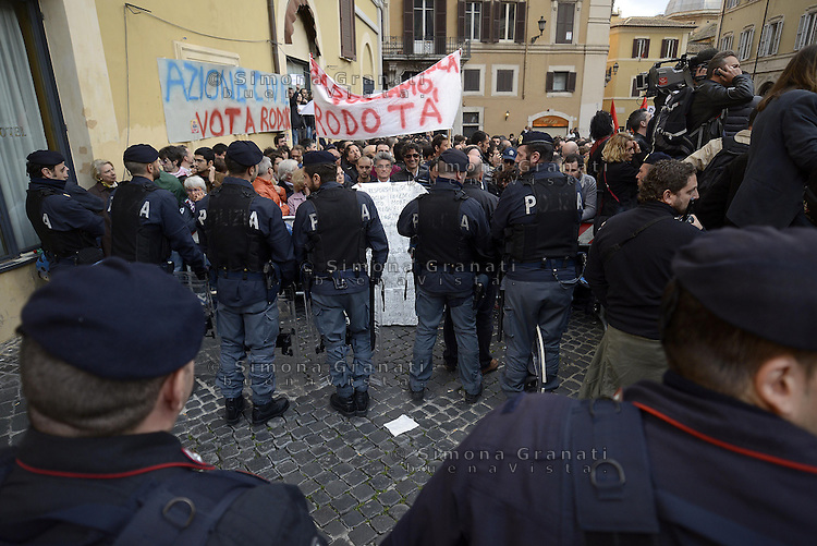 Roma. 20 Aprile 2013.Piazza Montecitorio.Proteste contro la rielezione di Giorgio Napolitano a Presidente della Repubblica.