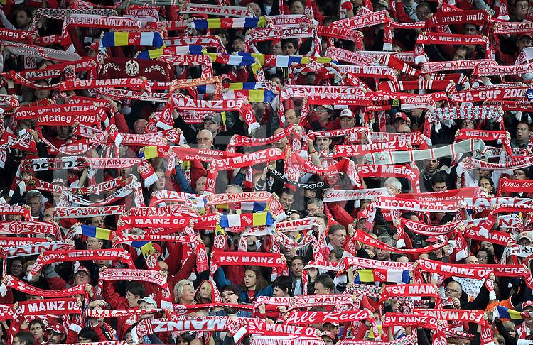 1. Fussball Bundesliga  Saison  2009/2010   7. Spieltag  02.10.2010 1 FSV Mainz 05 - TSG Hoffenheim  Fankurve des 1. FSV Mainz 05 mit Schals