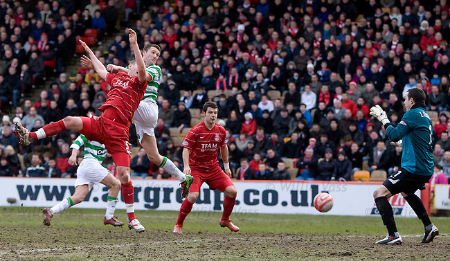 Robbie Keane heads down into the ground to score past keeper Jamie Langfield