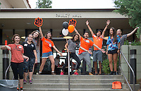 Members of O-Team welcome new students moving into Pauley Hall during Orientation, Aug. 21, 2015.<br /> (Photo by Marc Campos, Occidental College Photographer)