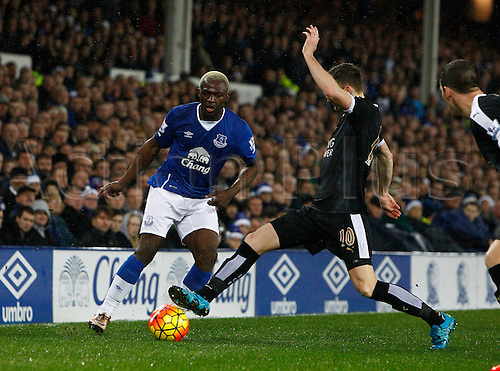 19.12.2015. Goodison Park, Liverpool, England. Barclays Premier League. Everton versus Leicester City. Leicester City midfielder Andy King tackles Everton striker Arouna Koné.