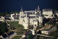 Europe/France/Pays de la Loire/49/Maine-et-Loire/Saumur: Le château de Saumur et la Loire - Vue aérienne