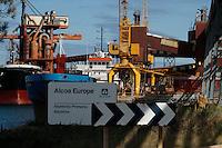 Fecha: 02-10-2012. (Lugo), El Ministro Soria visita la factoria de Alcoa en San Cibrao. En la imagen una vista de la factoria, con salida al mar en el puerto de Moras.