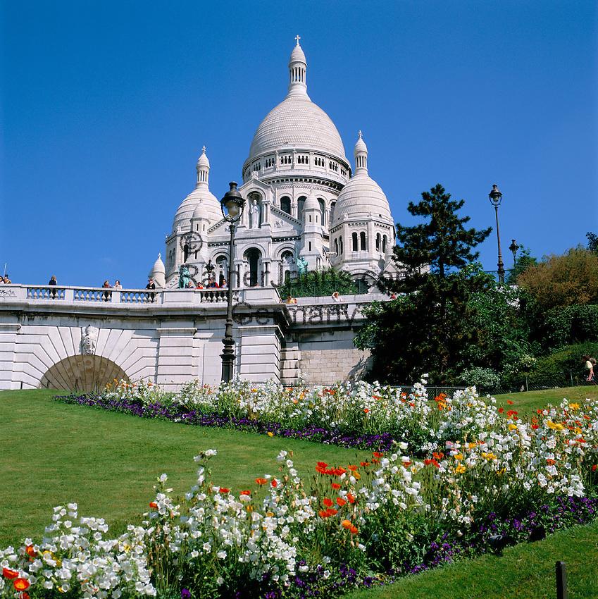France, Paris: Basilica of the Sacred Heart of Paris, commonly known as Sacré-Cœur Basilica, pilgrimage church at Montmartre | Frankreich, Paris: Basilika Sacré-Cœur de Montmartre, Wallfahrtskirche auf dem Montmartre