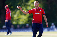 Jamie Porter of Essex prepares to bowl during Middlesex vs Essex Eagles, Royal London One-Day Cup Cricket at Radlett Cricket Club on 17th May 2018