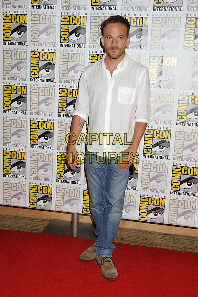 Stephen Dorff.Comic-Con International 2011 - Day 3 held at the San Diego Convention Center, San Diego, California, USA..July 23rd, 2011.full length white shirt hand in pocket jeans denim.CAP/ADM/BP.©Byron Purvis/AdMedia/Capital Pictures.