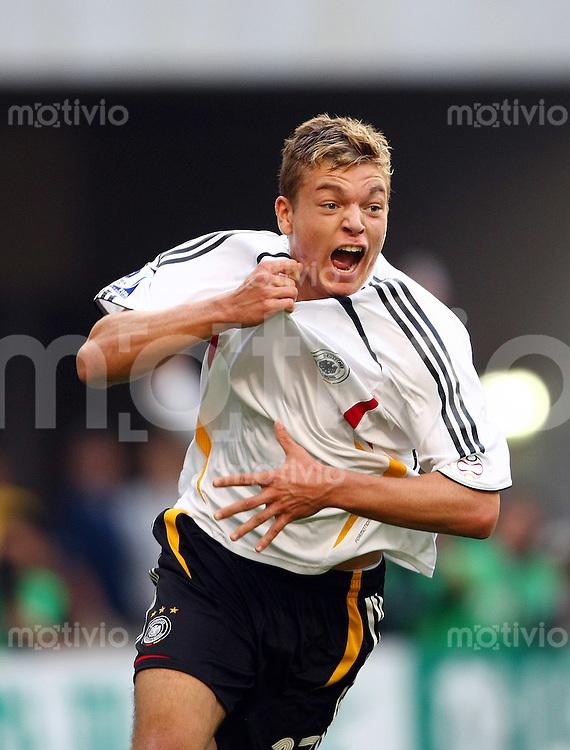 Fussball       12. FIFA U17 Weltmeisterschaft in Korea    Spiel um Platz Drei Ghana - Deutschland Ghana vs. Germany Alexander ESSWEIN (GER) jubelt nach seinem Tor zum 2:1.