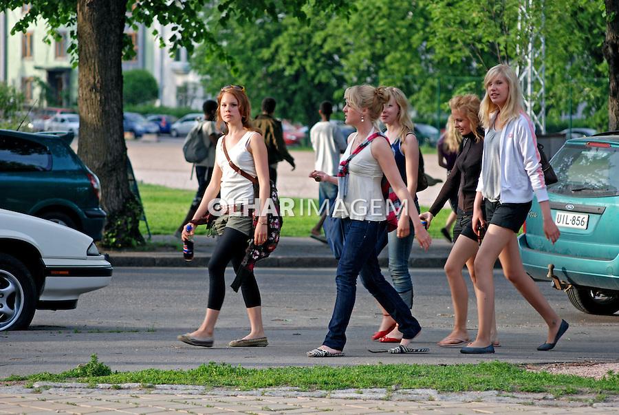 Jovens na cidade de Helsinki. Finlândia. 2007. Foto de Vinicius Romanini.