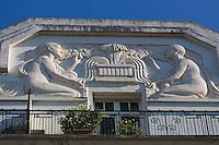 France, Aquitaine, Pyrénées-Atlantiques, Béarn, Pau : Détail immeuble art-déco du Boulevard des Pyrénées //  France, Pyrenees Atlantiques, Bearn, Pau: Art deco building detail,  Pyrenees Boulevard
