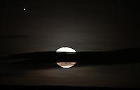 BOGOTA-COLOMBIA-01-11-2012.La Luna.The Moon  .Photo:VizzorImage/Felipe Caicedo. . BOGOTA-COLOMBIA-01-11-2012.La Luna.The Moon  .Photo:VizzorImage/Felipe Caicedo. .