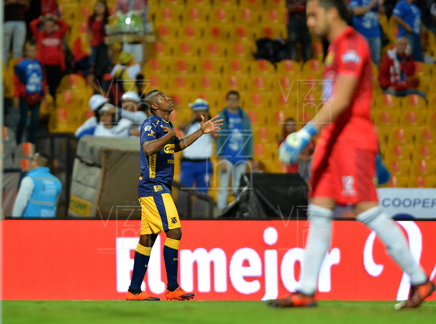 MEDELLÍN - COLOMBIA, 14-11-2018: Juan F Caicedo del Medellín celebra después de anotar el primer gol de su equipo al Bucaramanga durante partido de ida cuartos de final entre Deportivo Independiente Medellín y Atlético Bucaramanga como parte de la Liga Águila II 2018 jugado en el estadio Atanasio Girardot de la ciudad de Medellín. / Juan F Caicedo of Medellin celebrates after scoring the first goal of his team to Bucaramanga during Quarter Final first leg match between Deportivo Independiente Medellin and Atletico Bucaramanga as a part Aguila League II 2018 played at Atanasio Girardot stadium in Medellin city. Photo: VizzorImage / Leon Monsalve / Cont