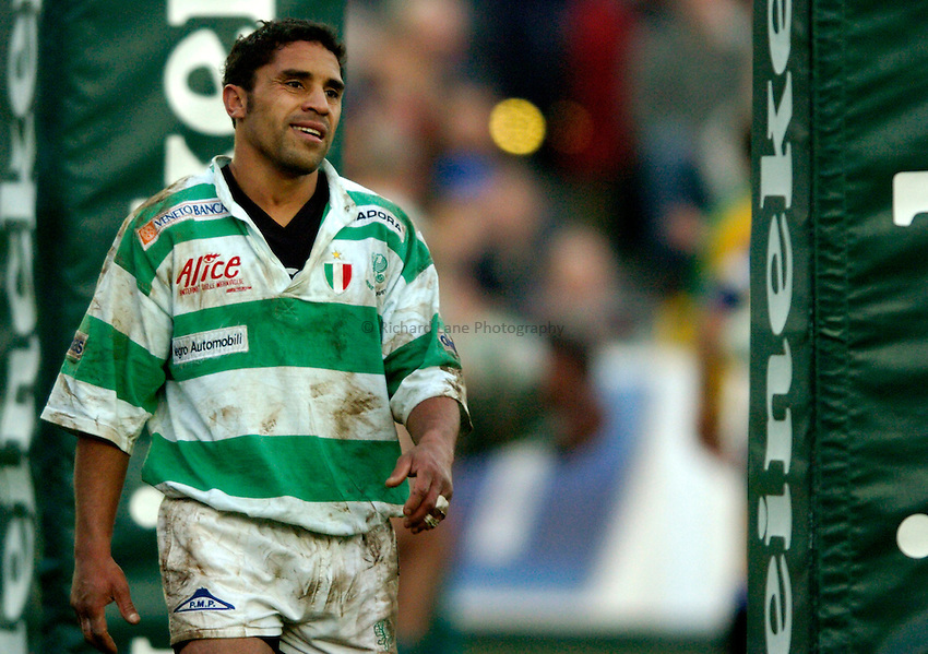Photo: Richard Lane..Bath Rugby v Benetton Treviso. Heineken Cup. 11/12/2004..Brendan Williams.