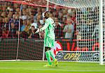 Nederland, Rotterdam, 13 september 2014<br /> Eredivisie<br /> Seizoen 2014-2015<br /> Feyenoord-Willem ll<br /> Kenneth Vermeer, keeper (doelman) van Feyenoord haalt zijn schouders op.