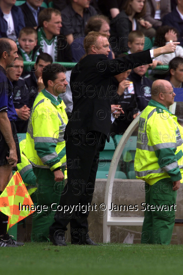 12/08/2001          Copyright Pic : James Stewart .Ref : 673N9241                          .File Name : stewart12-hibs v aberdeen.ALEX MCLEISH SHOUTS OUT HIS INSTRUCTIONS.....James Stewart Photo Agency, Stewart House, Stewart Road, Falkirk. FK2 7AS      Vat Reg No. 607 6932 25.Office : +44 (0)1324 630007     Mobile : + 44 (0)7721 416997.Fax     :  +44 (0)1324 630007.E-mail : jim@jspa.co.uk.If you require further information then contact Jim Stewart on any of the numbers above.........