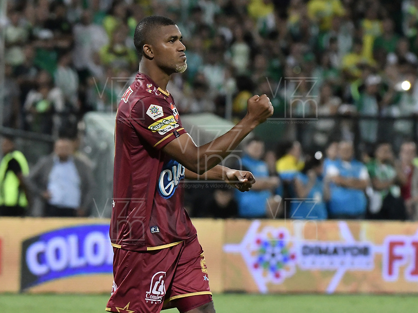 MEDELLÍN -COLOMBIA - 09-06-2018: Danovis Banguero de Deportes Tolima celebra después de anotar un gol durante la tanda de definición por penals a Atlético Nacional durante partido de vuelta por la final de la Liga Águila I 2018 jugado en el estadio Atanasio Girardot de la ciudad de Medellín. / Danovis Banguero player of Deportes Tolima celebrates after scoring in the penalty shootout goal to Atletico Nacional during second leg match for the final of the Aguila League I 2018 at Atanasio Girardot stadium in Medellin city. Photo: VizzorImage / Gabriel Aponte / Staff