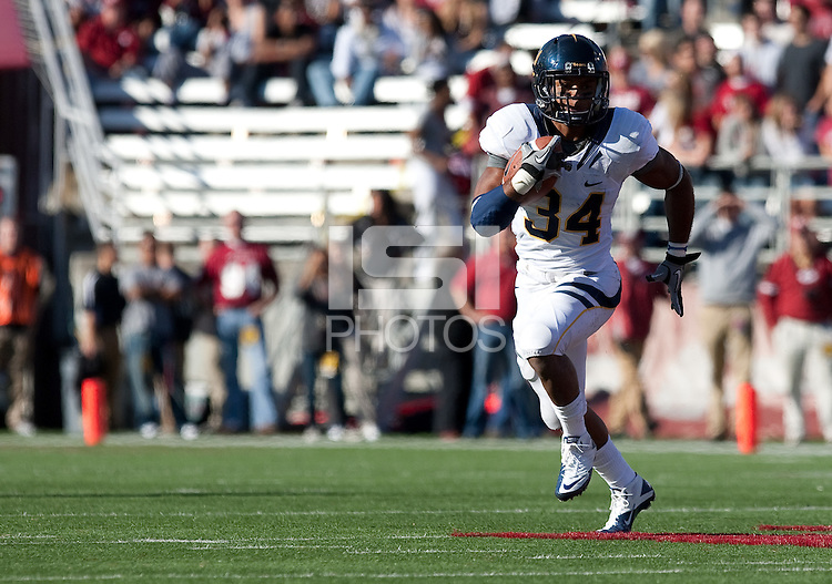Shane Vereen carries the ball. The University of California football defeated Washington State University 20-13 at Martin Stadium in Pullman, Washington on November 6th, 2010.