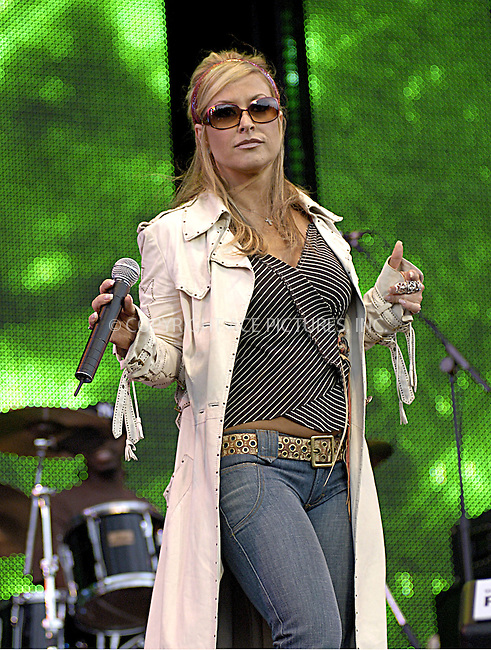 Anastacia at 95.8 Capital FM's Party in the Park 2004. Hyde Park, London, 11 July 2004.  ..FAMOUS.PICTURES AND FEATURES AGENCY.tel  +44 (0) 20 7731 9333.fax +44 (0) 20 7731 9330.e-mail info@famous.uk.com.www.famous.uk.com.FAM13212