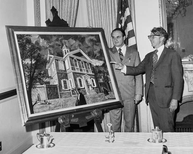 Rep. Del Latta, R-Ohio showing off a Carpenter Hall painting to a constituent in 1965. (Photo by Mickey Senko/CQ Roll Call)