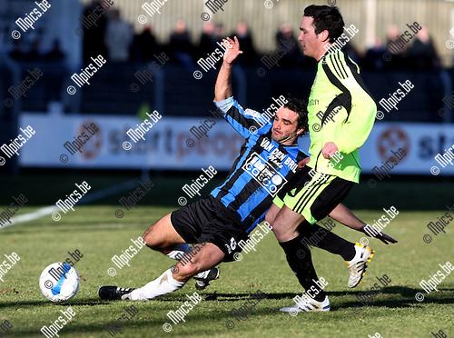 2010-03-07 / Voetbal / seizoen 2009-2010 / Rupel-Boom - Sint-Niklaas / Frank Magerman (Rupel-Boom) probeert Tuteleers van de bal te zetten..Foto: mpics