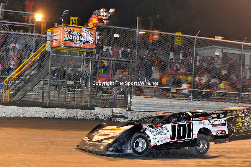 Feb 20, 2014; 9:47:35 PM;  Barberville, FL, USA;  World of Outlaws Late Model Series for 43rd Annual DIRTcar Nationals presented by Summit Racing Equipment at Volusia Speedway Park.  Mandatory Credit: (thesportswire.net)