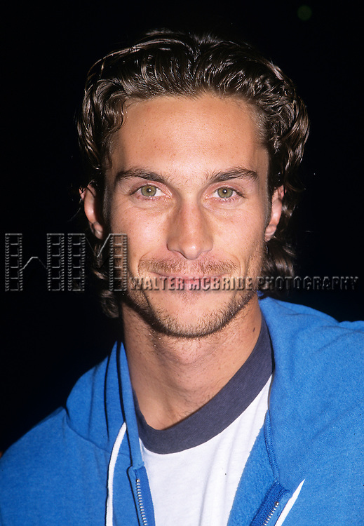 Oliver Hudson pictured at a Glamour Magazine party in Los Angeles, California in September of 2000.