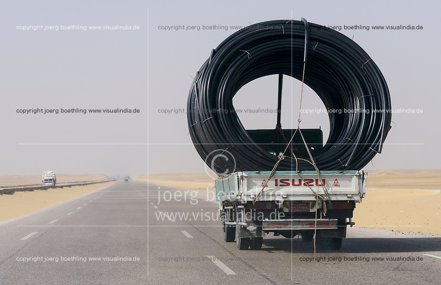 EGYPT, road Cairo to Baharia, desert farming, transport of pipes for desert farming projects/ AEGYPTEN,  Landwirtschaft in der Wueste, Transport von Rohren zur Bewaesserung fuer Landwirtschaft in der Wueste