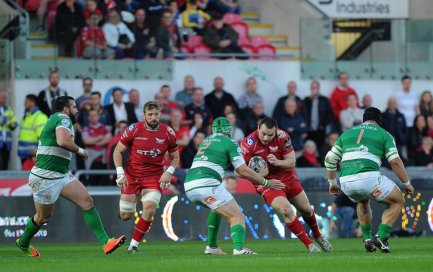 Scarlets' Ken Owens in action during todays match<br /> <br /> Photographer Ashley Crowden/CameraSport<br /> <br /> Guinness PRO12 Round 19 - Scarlets v Benetton Treviso - Saturday 8th April 2017 - Parc y Scarlets - Llanelli, Wales<br /> <br /> World Copyright &copy; 2017 CameraSport. All rights reserved. 43 Linden Ave. Countesthorpe. Leicester. England. LE8 5PG - Tel: +44 (0) 116 277 4147 - admin@camerasport.com - www.camerasport.com