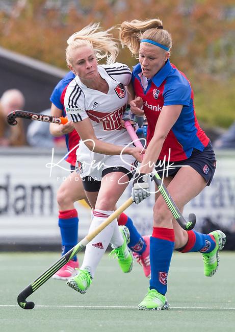 AMSTELVEEN -  Caia van Maasaker van SCHC met Charlotte Vega (A'dam)   tijdens de tweede halve finalewedstrijd in de Play offs tussen Amsterdam en  SCHC (2-0).  Amsterdam gaat door naar de finale. COPYRIGHT KOEN SUYK