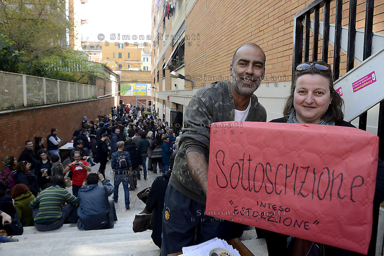 Roma, 29 Marzo 2014<br /> Centocelle<br /> Le e gli occupanti del palazzo sgomberato e messo sotto sequestro il 19 Marzo scorso e poi rientrate/i con dissequestro temporaneo,  organizzano una festa aperta alla cittadinanza.<br /> House, the occupation of Via delle Acacie open to the city.