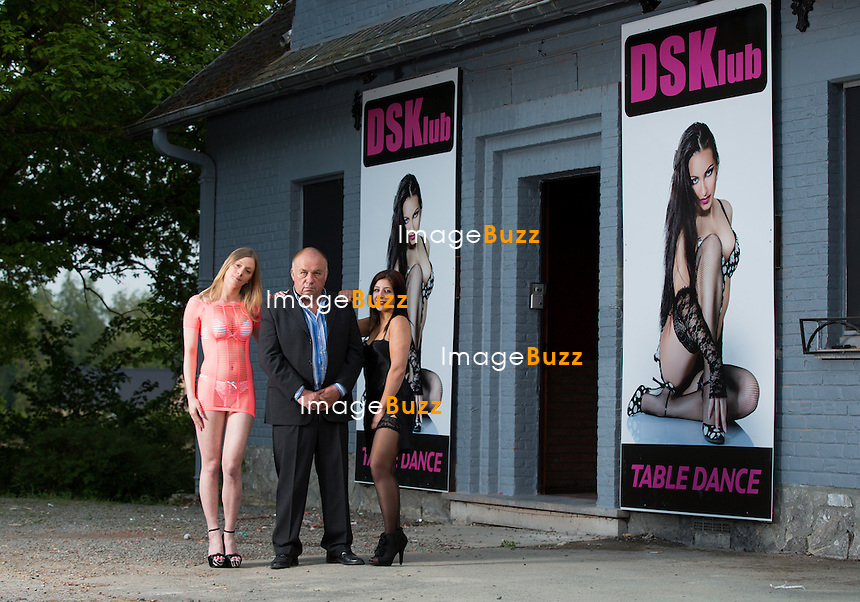 Dodo la Saumure &agrave; l'ouverture de son nouveau bar &agrave; h&ocirc;tesses, le DSKlub ( Dodo Sex Klub ), &agrave; Blaton en Belgique.<br /> Belgique, Blaton 30 avril 2014.