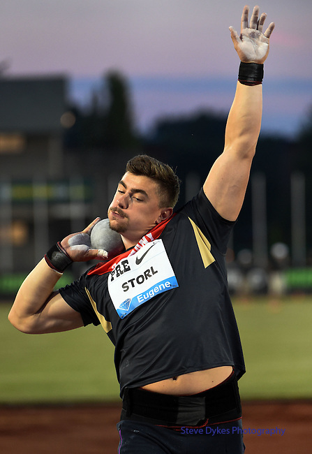 Germany's David Storl gets set to put the shot during the men's shot put on the opening day of the Prefontaine Classic at Hayward Field in Eugene, Oregon, USA, 29 MAY 2015.