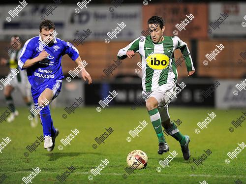 2012-03-03 / Voetbal / seizoen 2011-2012 / Racing Mechelen - Wijgmaal / Rachid Hmouda (RCM) probeert zijn bewaker af te schudden..Foto: Mpics.be