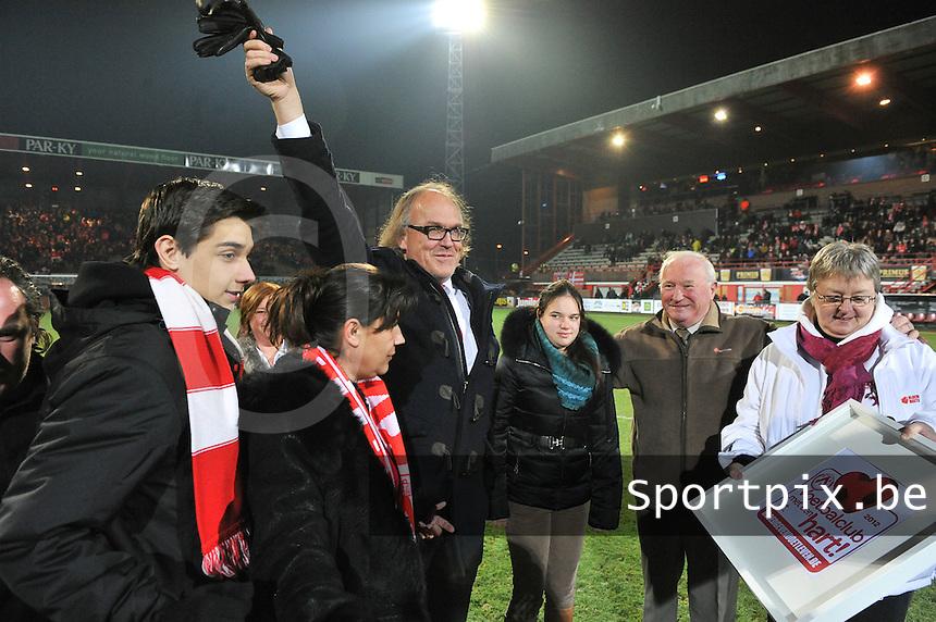 KV Kortrijk - SV Zulte Waregem  : voor de aftrap met voorzitter Joseph Allijns.foto VDB / BART VANDENBROUCKE