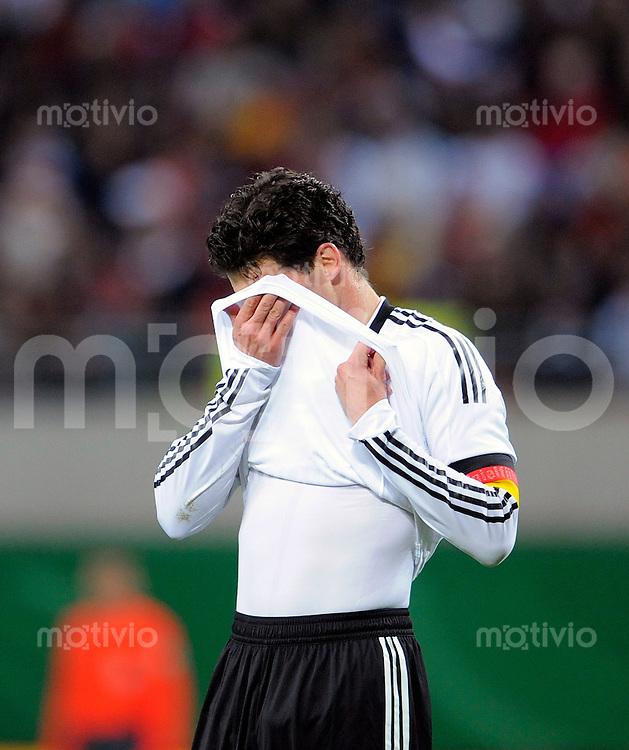 Fussball    International    Qualifikation      WM 2010  Deutschland - Liechtenstein            28.03.2009  Michael BALLACK (GER) erschoepft.