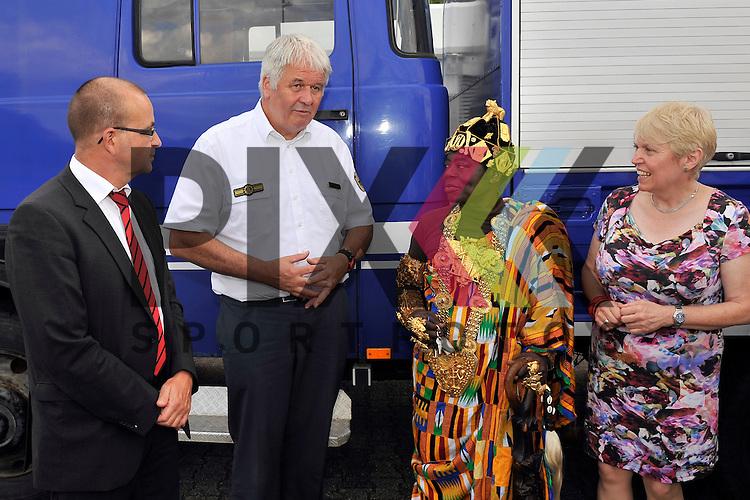 Ludwigshafen 11.07.16 Fahrzeuguebergabe des THW an Koenig Bansah aus Ghana im Bild v.l.: Dezernent Dieter Feid, THW-Praesident Albrecht Broemme, Koenig Bansah aus Ghana und Doris Barnett (SPD).<br /> <br /> Foto &copy; Ruffler For editorial use only. (Bild ist honorarpflichtig - No Model Release!)