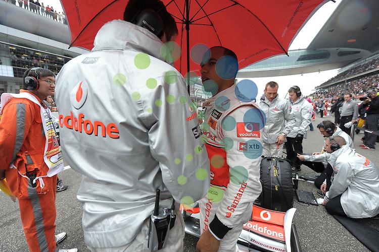 F1 GP of China, Shanghai 16.- 18. April 2010.Lewis Hamilton (GBR), McLaren F1 Team ..Hasan Bratic;Koblenzerstr.3;56412 Nentershausen;Tel.:0172-2733357;.hb-press-agency@t-online.de;http://www.uptodate-bildagentur.de;.Veroeffentlichung gem. AGB - Stand 09.2006; Foto ist Honorarpflichtig zzgl. 7% Ust.;Hasan Bratic,Koblenzerstr.3,Postfach 1117,56412 Nentershausen; Steuer-Nr.: 30 807 6032 6;Finanzamt Montabaur;  Nassauische Sparkasse Nentershausen; Konto 828017896, BLZ 510 500 15;SWIFT-BIC: NASS DE 55;IBAN: DE69 5105 0015 0828 0178 96; Belegexemplar erforderlich!..